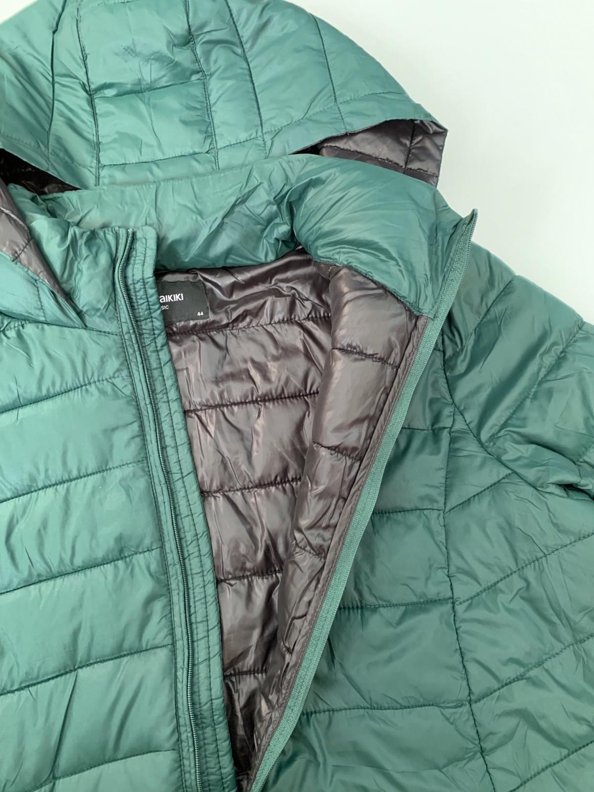 Бирюзовая женская куртка от LC WAIKIKI