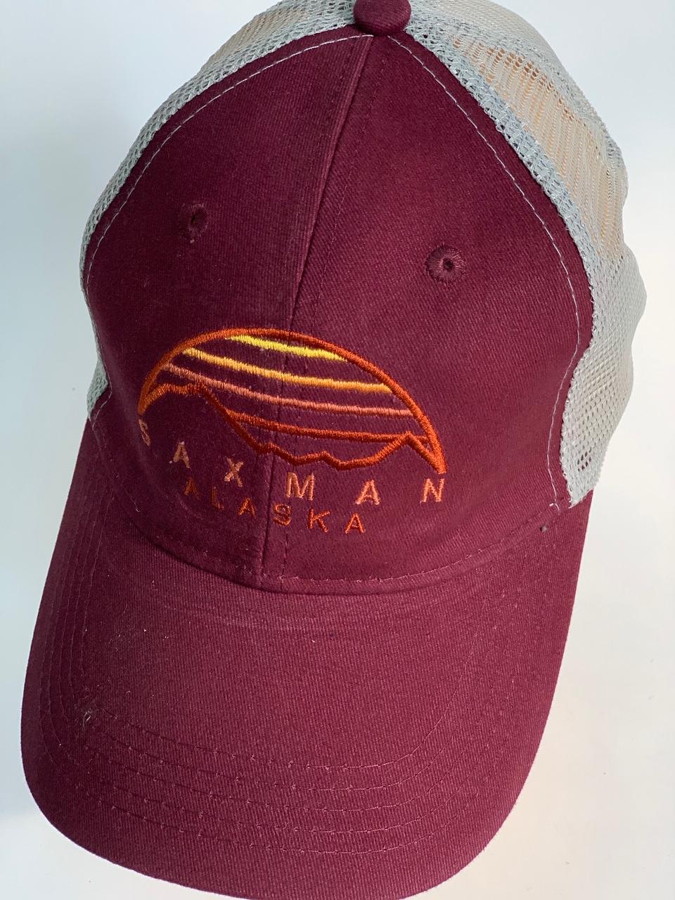 Бордовая бейсболка Alaska с вышивкой на тулье и сеткой