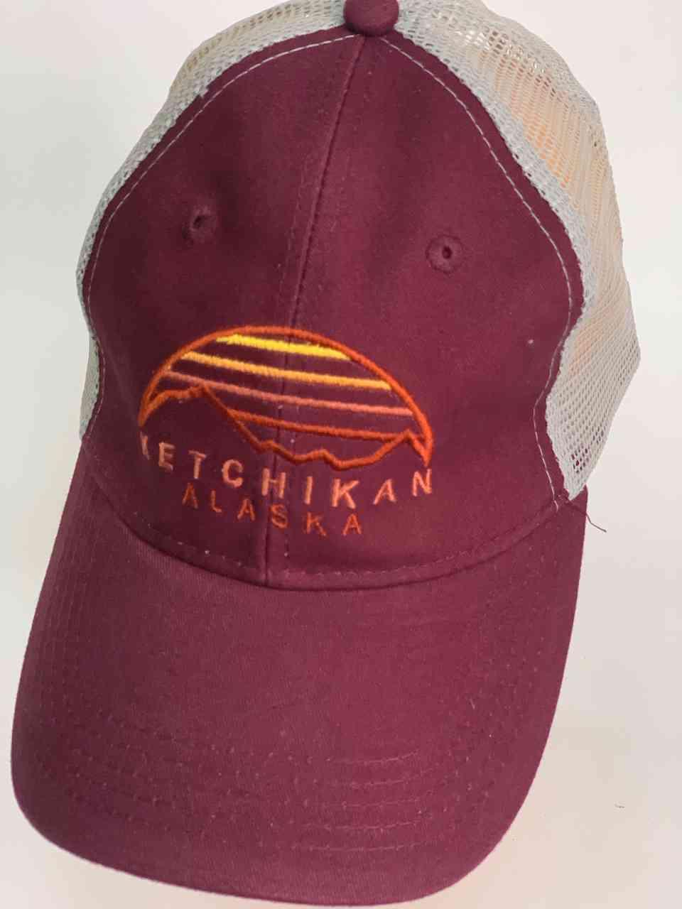 Бордовая бейсболка с сеткой KETCHIKAN Alaska