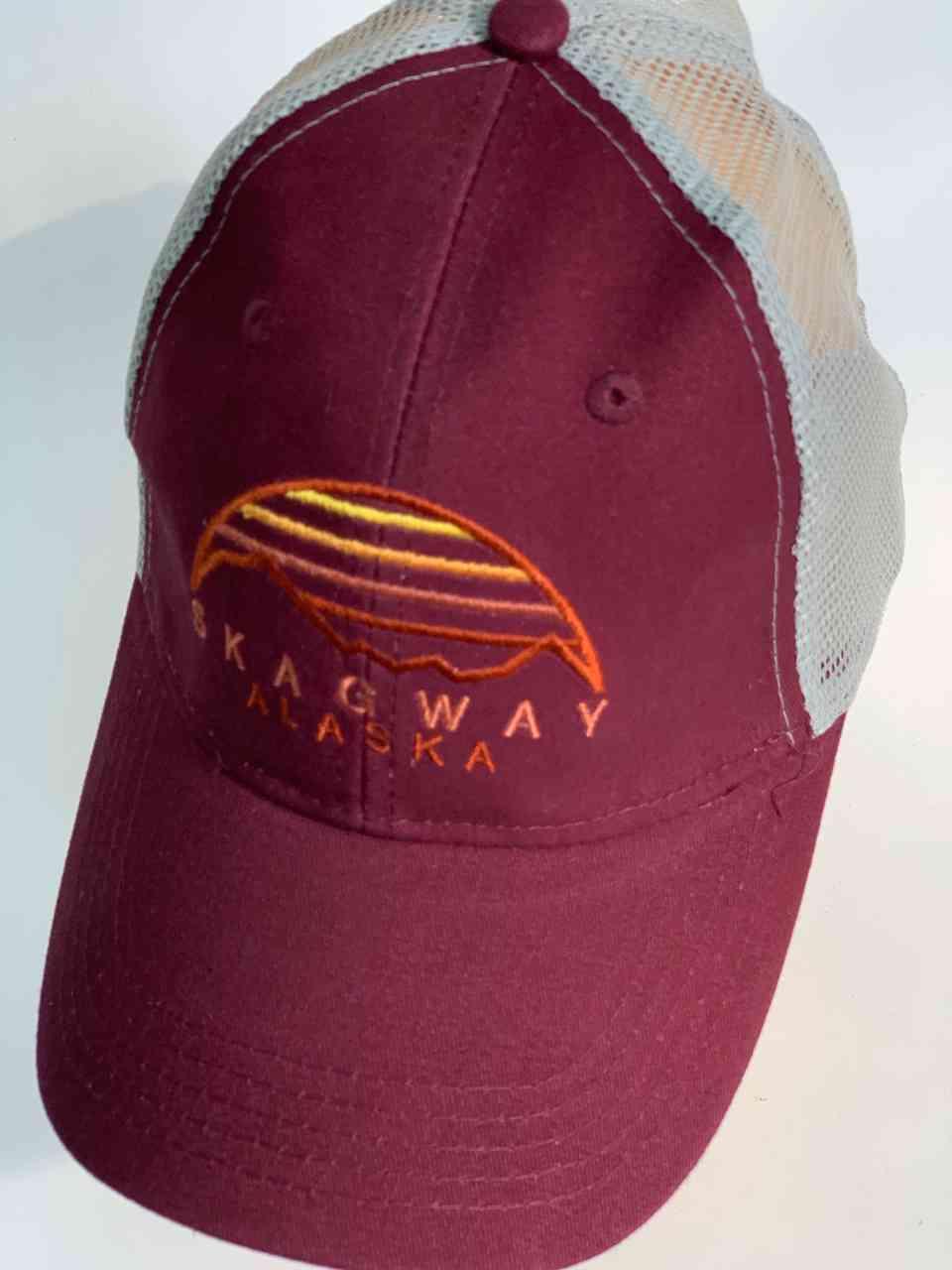 Бордовая бейсболка с сеткой SKAGWAY ALASKA