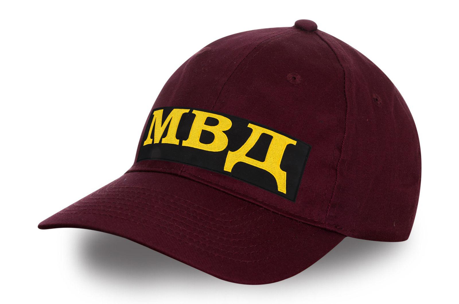 Бордовая кепка МВД с вышивкой.