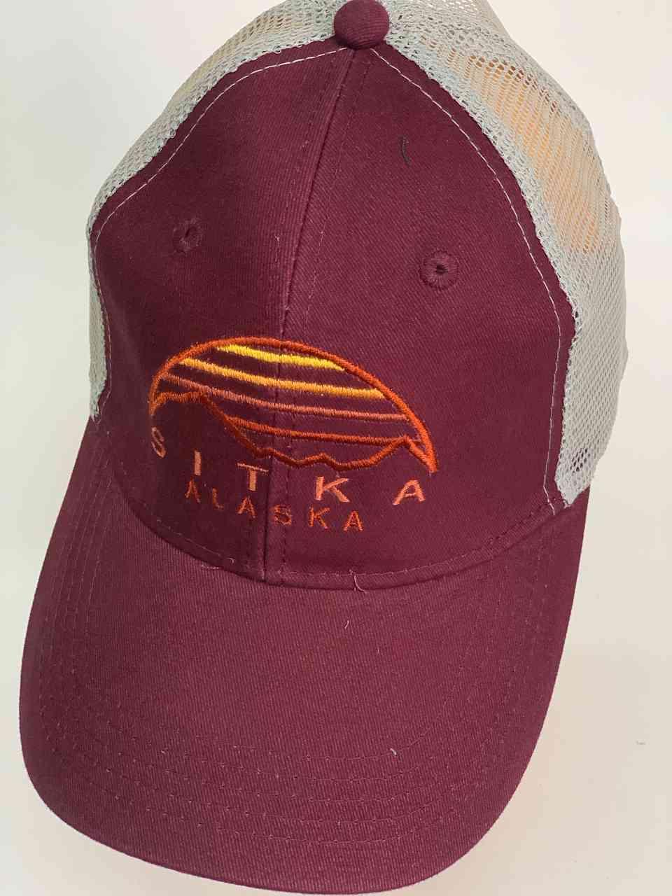 Бордовая мужская кепка с сеткой Sitka Alaska