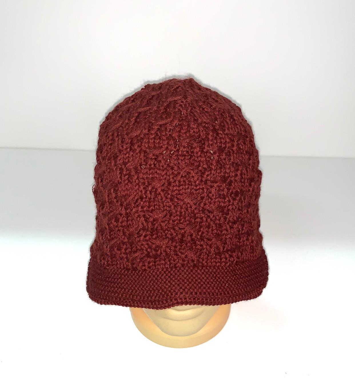 Бордовая оригинальная шапка