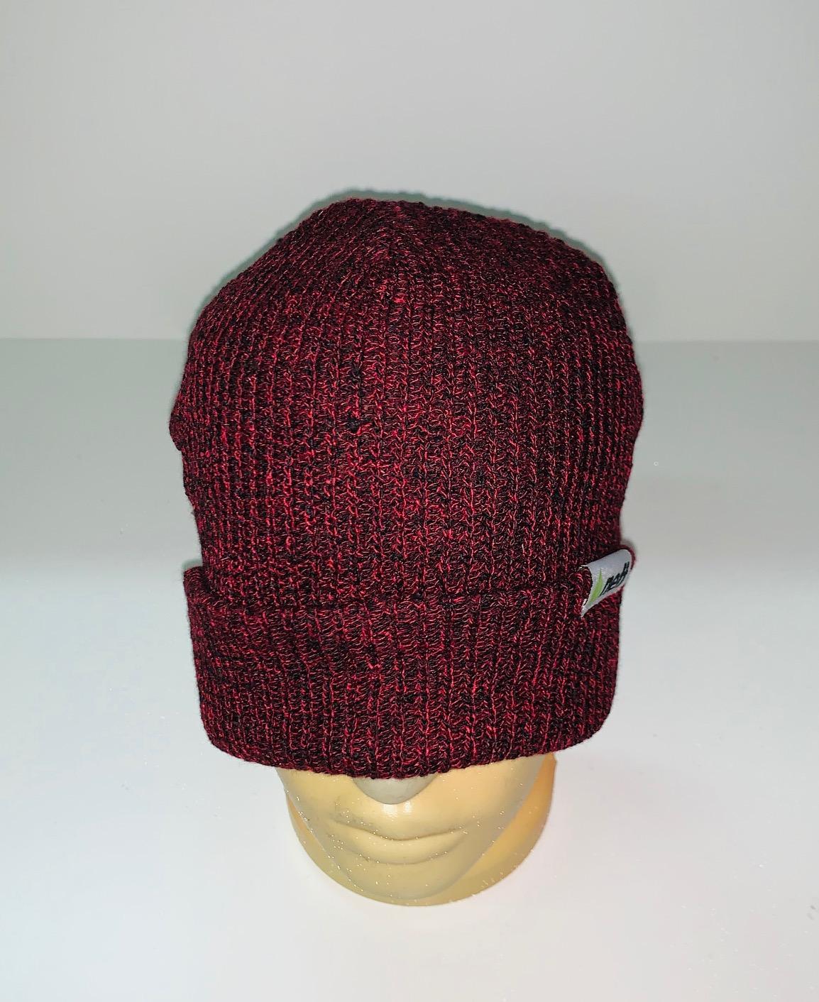 Бордовая топовая шапка