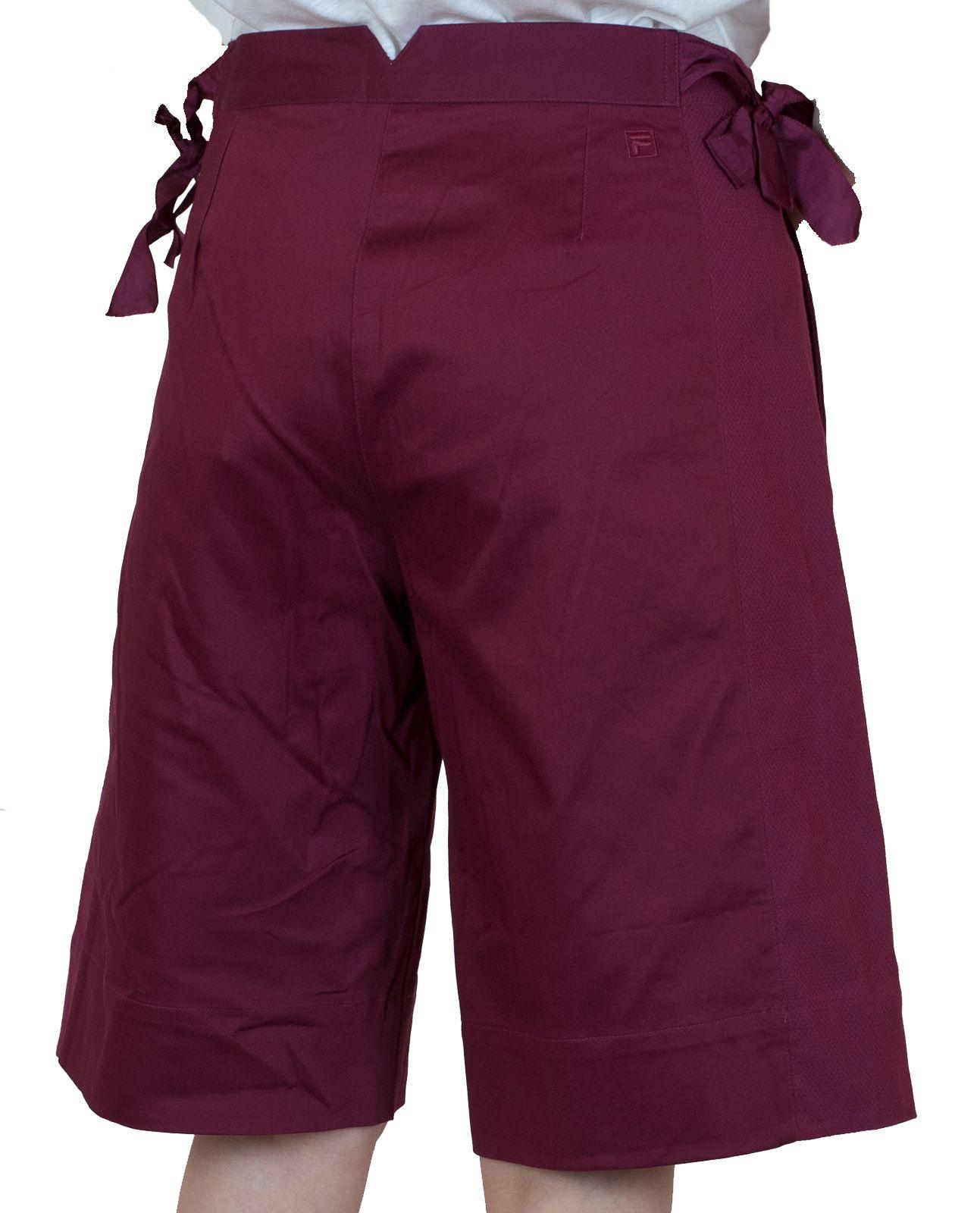 Бордовые городские шорты для девушек - вид сзади
