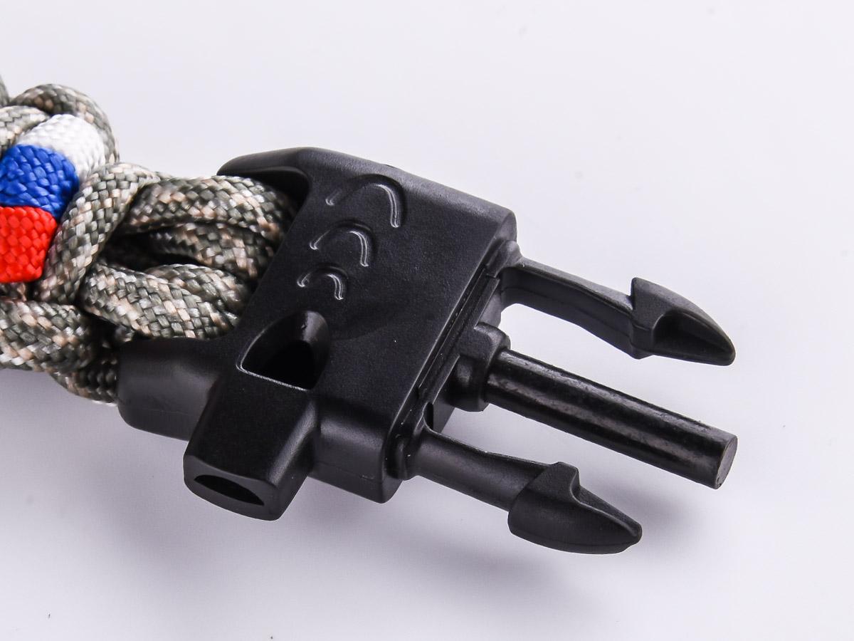 Браслет из шнурков со свистком
