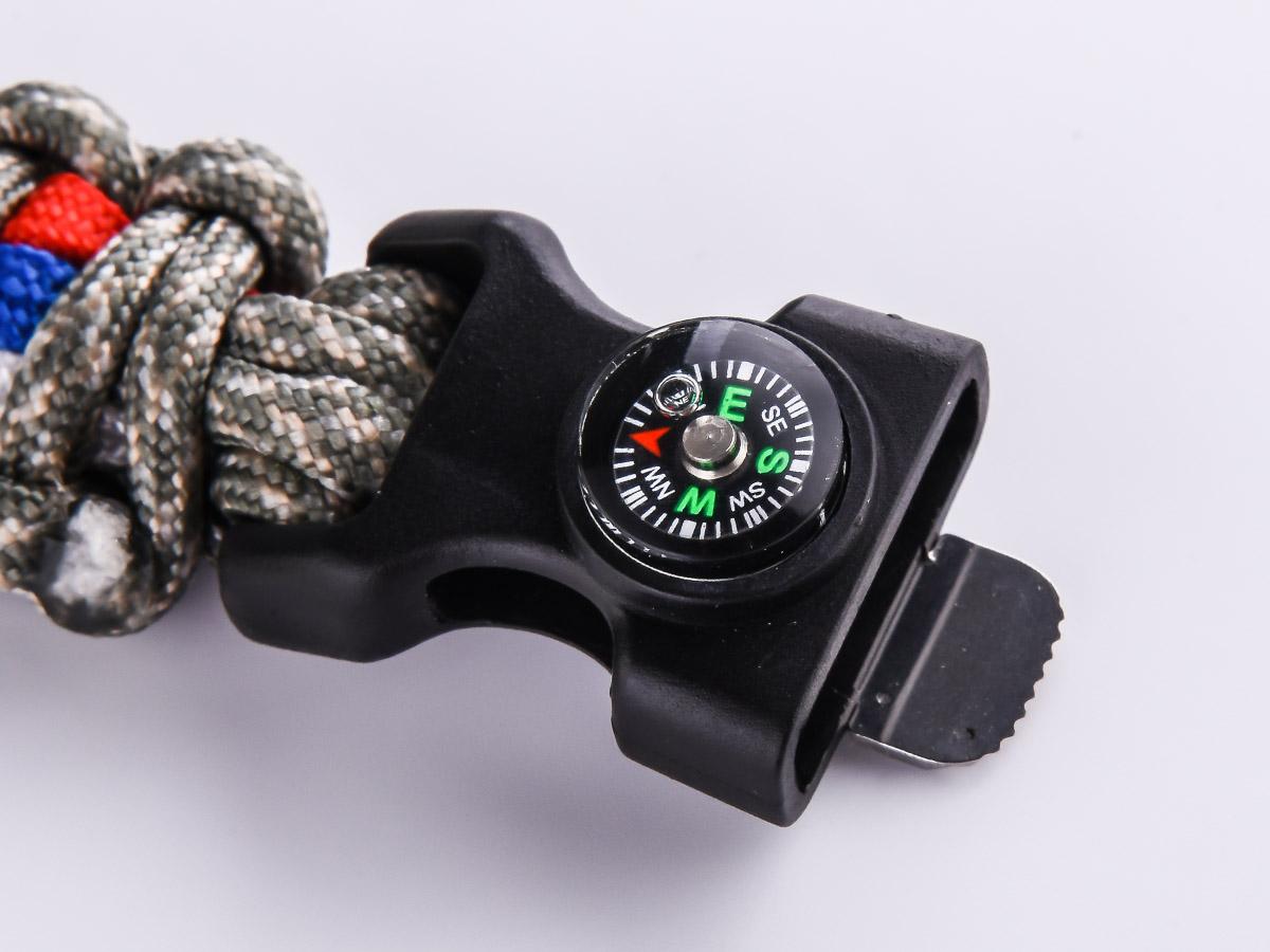 Браслет из шнурков с компасом