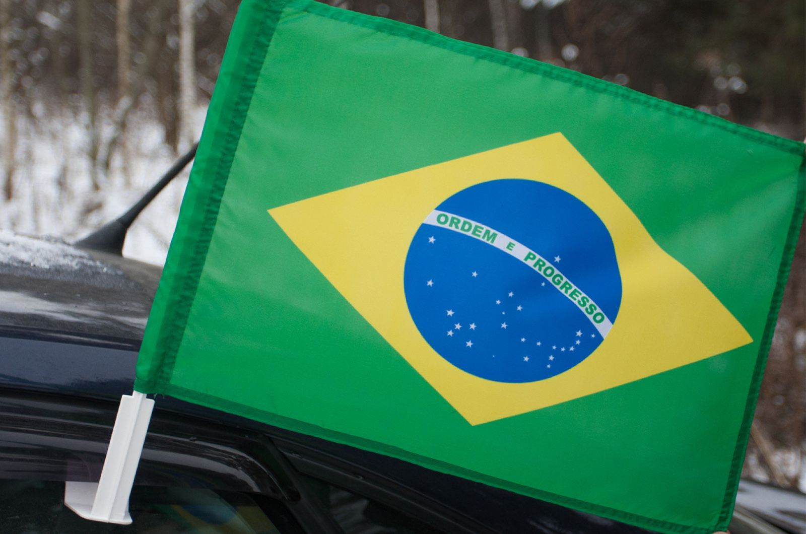 Бразильский флаг на машину