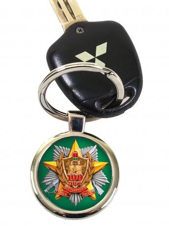Сувенирный брелок с пограничной эмблемой.
