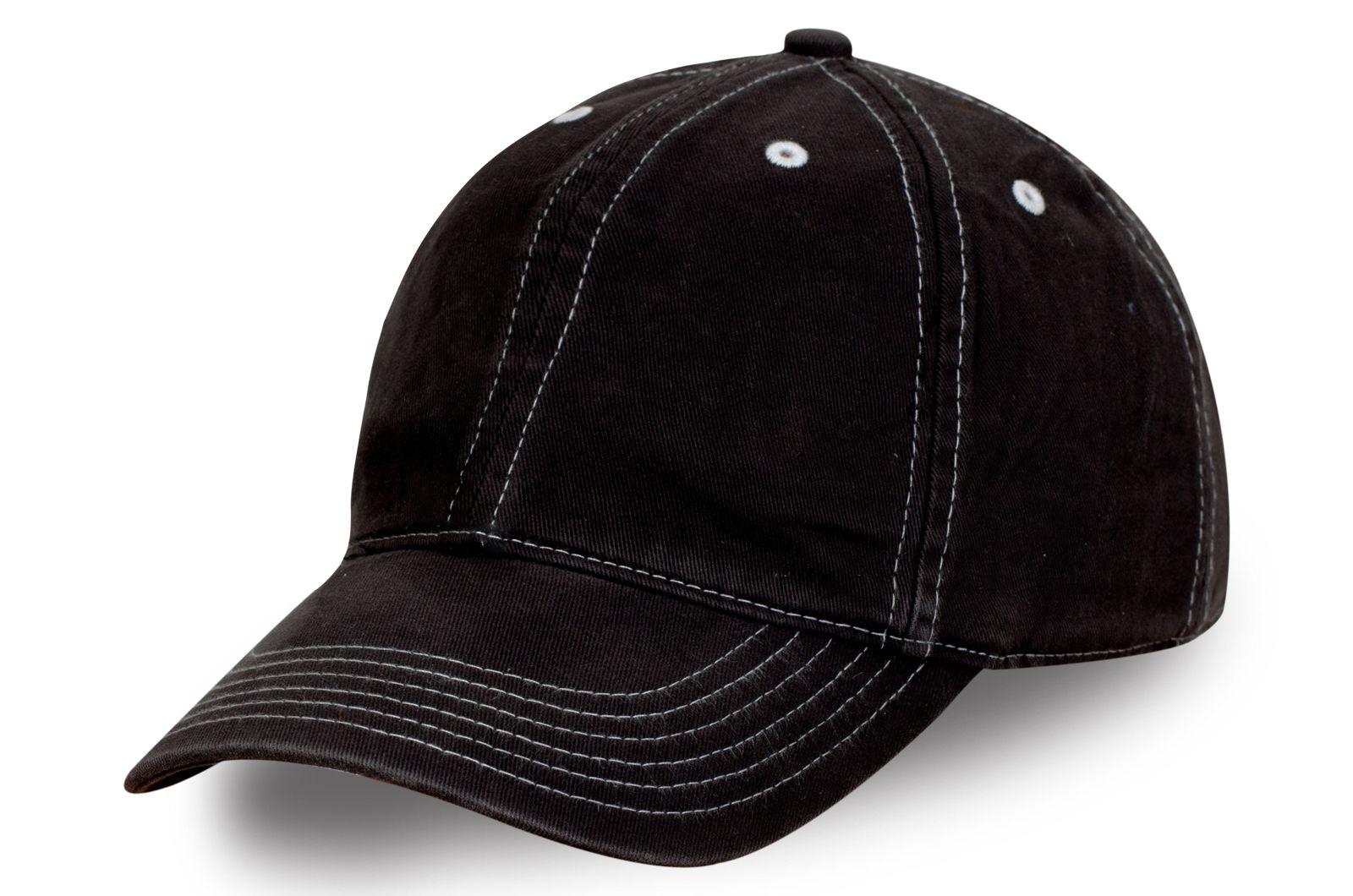Брендовая бейсболка черная