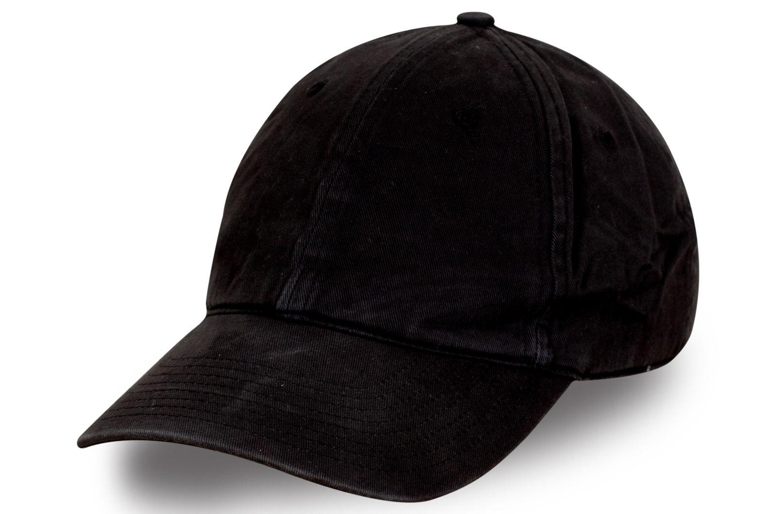 Брендовая бейсболка черного цвета