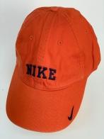 Брендовая бейсболка ярко-оранжевого цвета