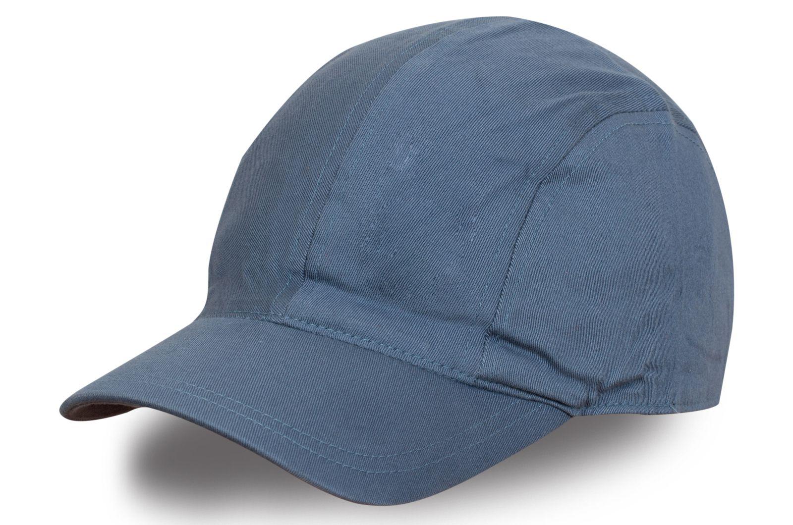 Брендовая кепка серого цвета