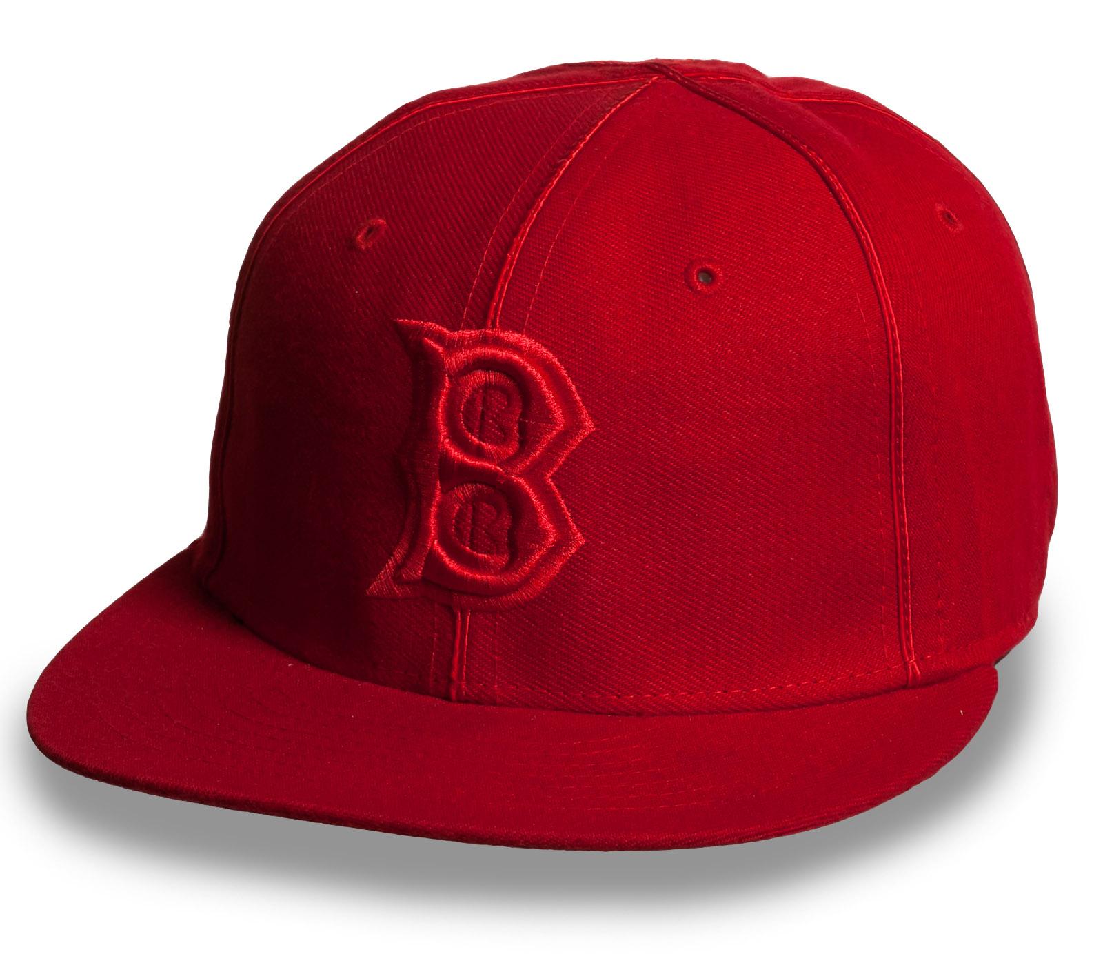 Рэперская красная кепка с прямым козырьком