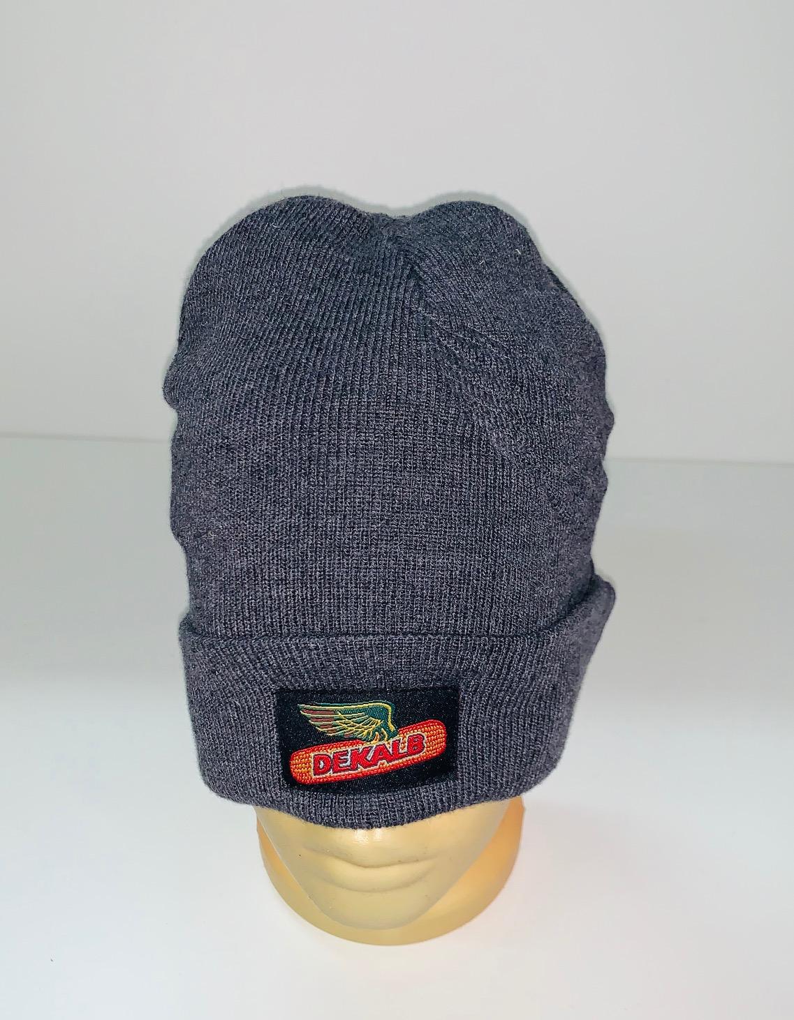 Брендовая серая шапка