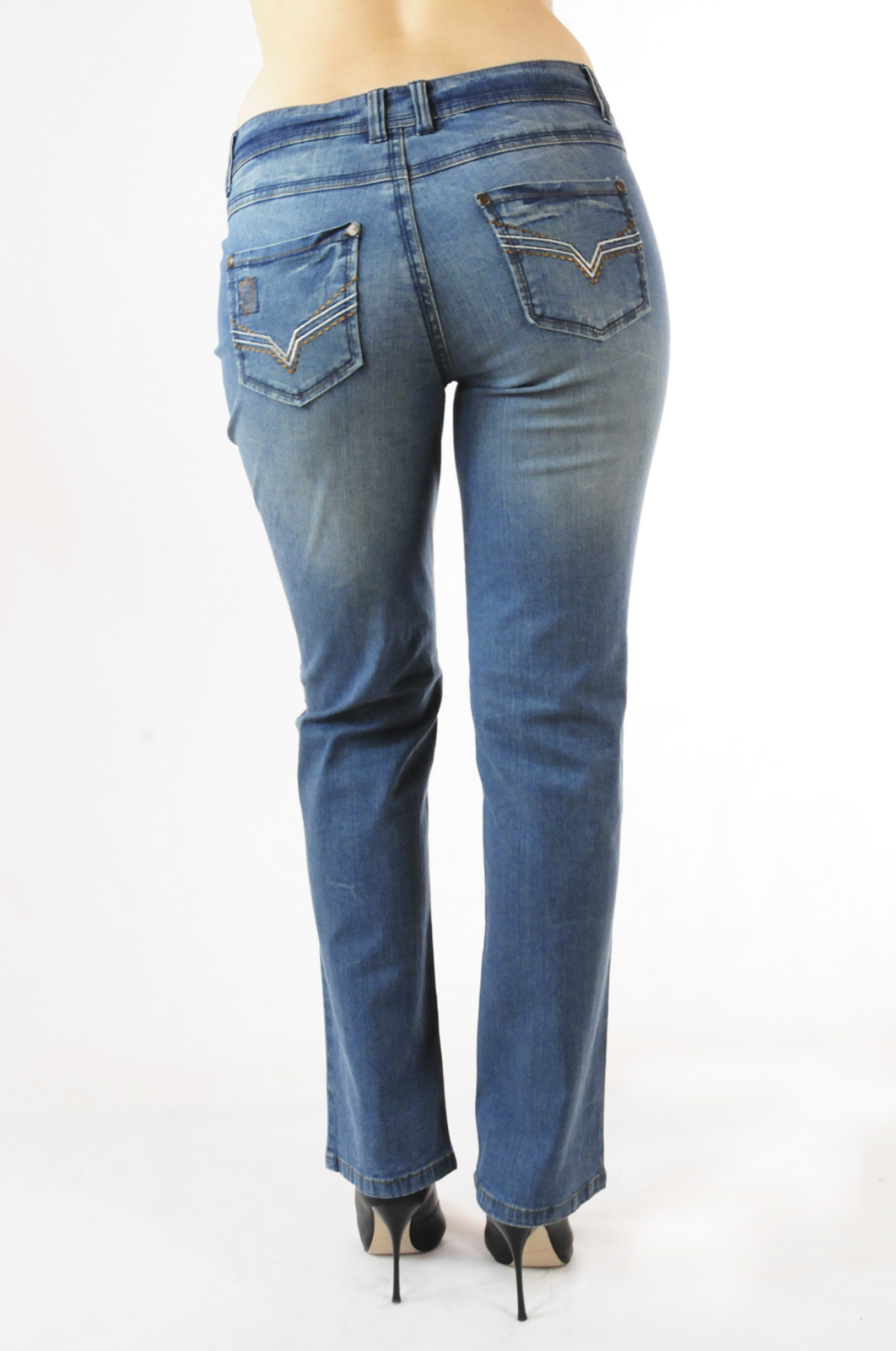 Брендовые джинсы с дизайнерскими заплатками от Joe Browns®