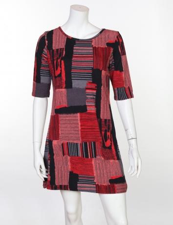 Броское маленькое платье с укороченным рукавом