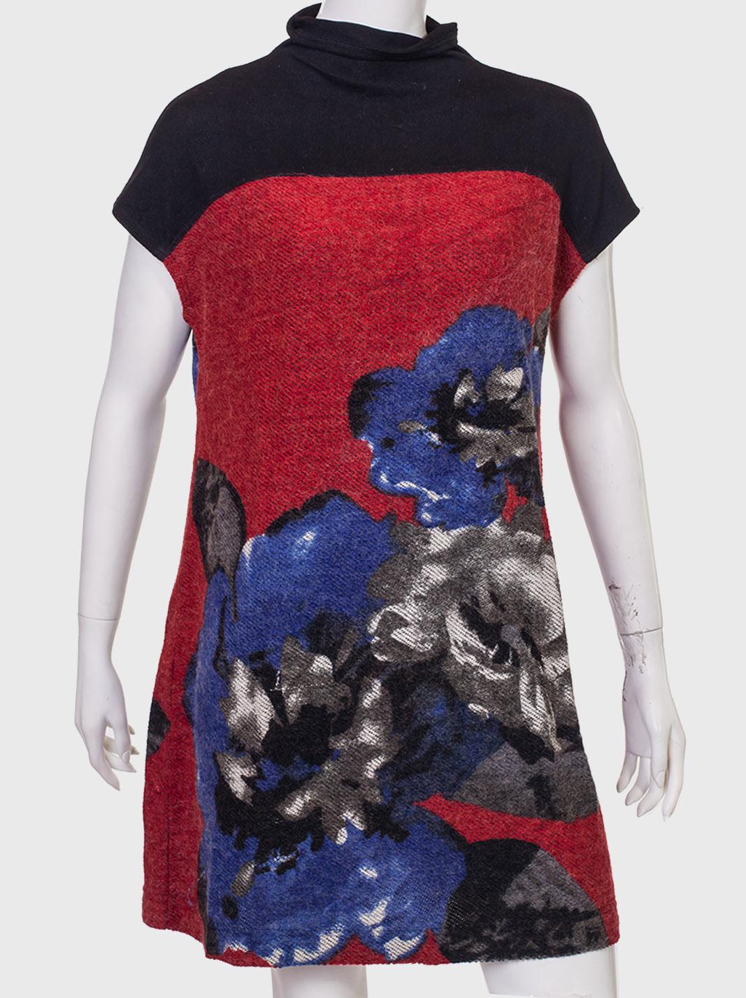 Купить броское платье с крупными цветами от AMIE