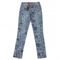 Женские брюки-джинсы Pieces с ажурными узорами.