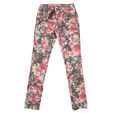 Летние женские брюки Pieces с цветочным принтом.