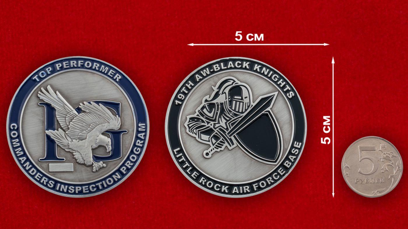 Челлендж коин 19-го авиакрыла авиабазы Литтл Рок - сравнительный размер