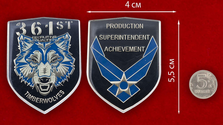 Челлендж коин 361-й экадрильи подбора персонала ВВС США - сравнительный размер