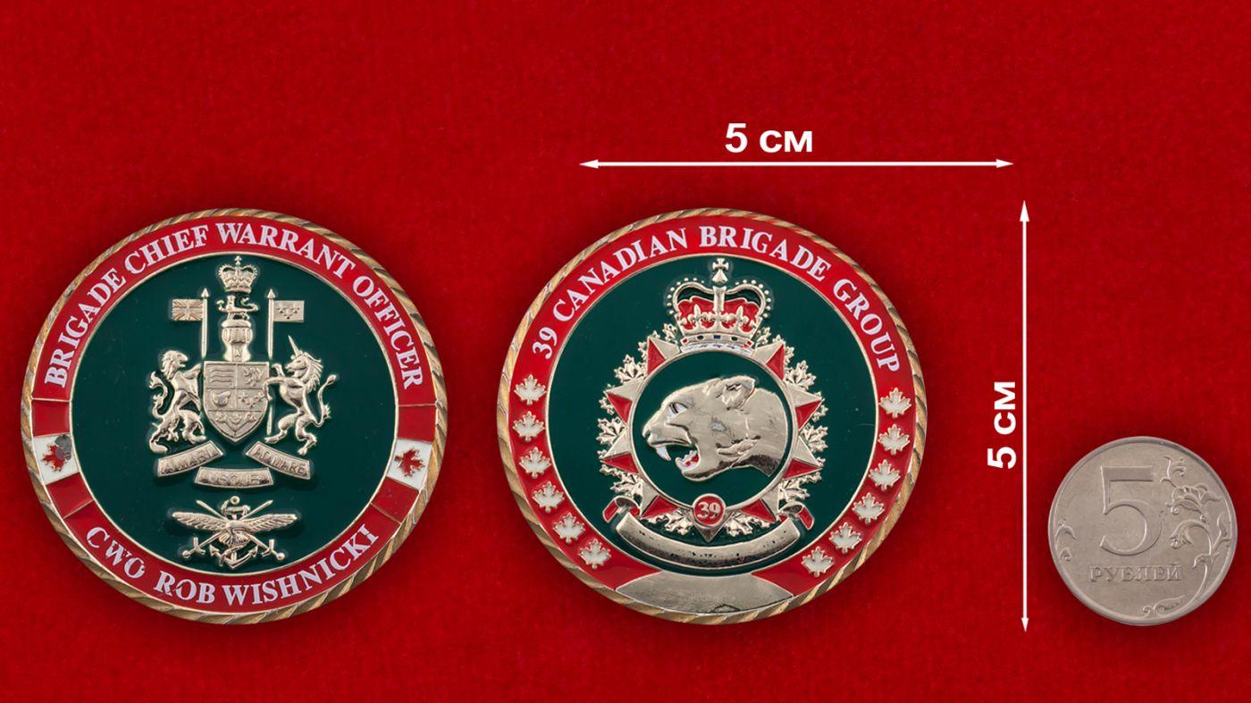 Челлендж коин 39-й Канадской бригады - сравнительный размер