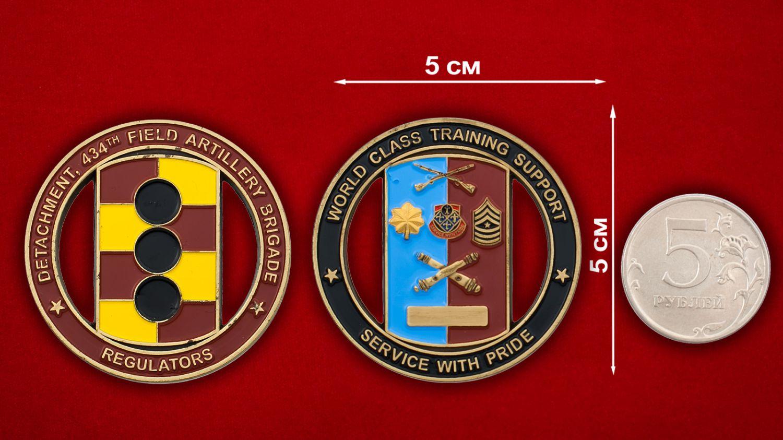 Челлендж коин 434-й бригады полевой артиллерии Армии США - сравнительный размер