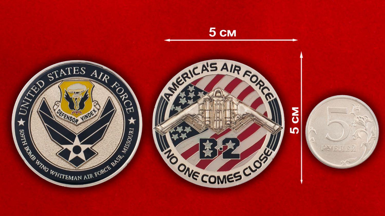 """Челлендж коин """"509-е крыло стратегических бомбардировщиков ВВС США"""" - сравнительный размер"""