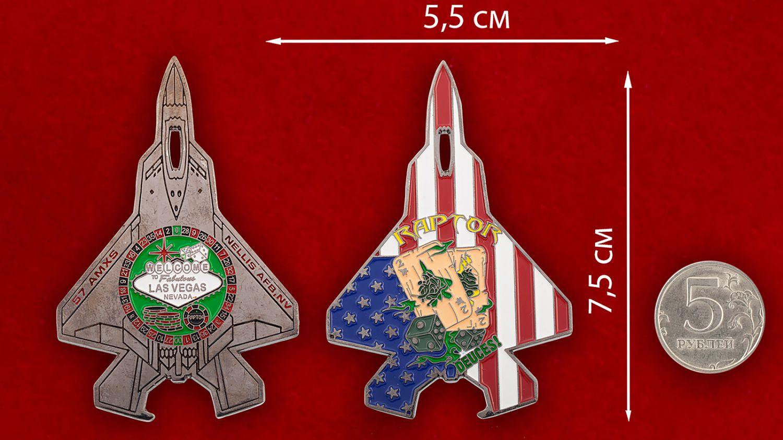 Челлендж коин 57-й эскадрильи дозаправщиков авиабазы Неллис - сравнительный размер