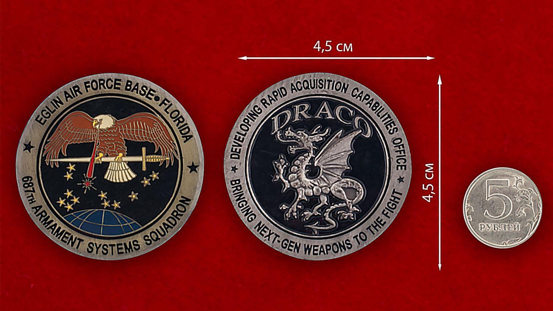 Челлендж коин 687-й эскадрильи авиабазы Эглин - сравнительный размер