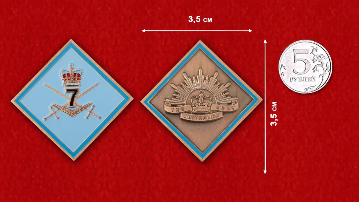 Челлендж коин 7-й Общевойсковой бригады Австралийской армии - сравнительный размер