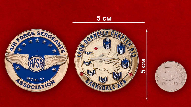 Челлендж коин Ассоциации сержантов ВВС США - сравнительный размер