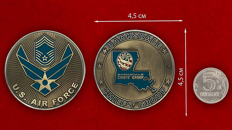 Челлендж коин авиабазы Барксдейл ВВС США - сравнительный размер