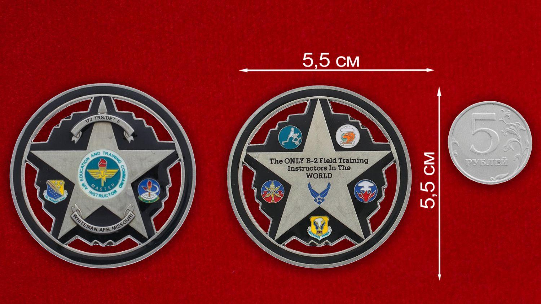 Челлендж коин авиабазы Уайтмен ВВС США - сравнительный размер