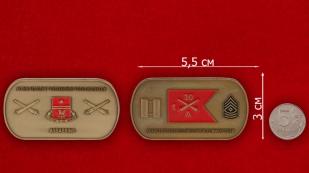 """Челлендж коин """"Батарее Альфа 1-го батальона 30-го полка Полевой артиллерии Армии США - сравнительный размер"""