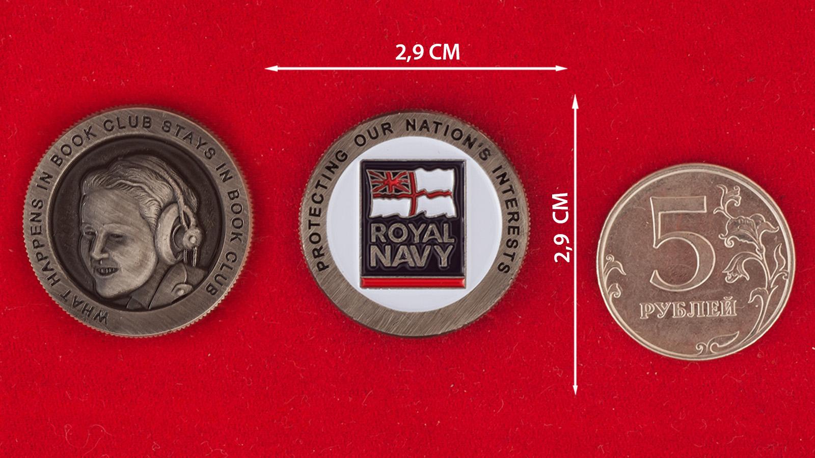 Челлендж коин библиотеки Королевских ВМС Великобритании - сравнительный размер
