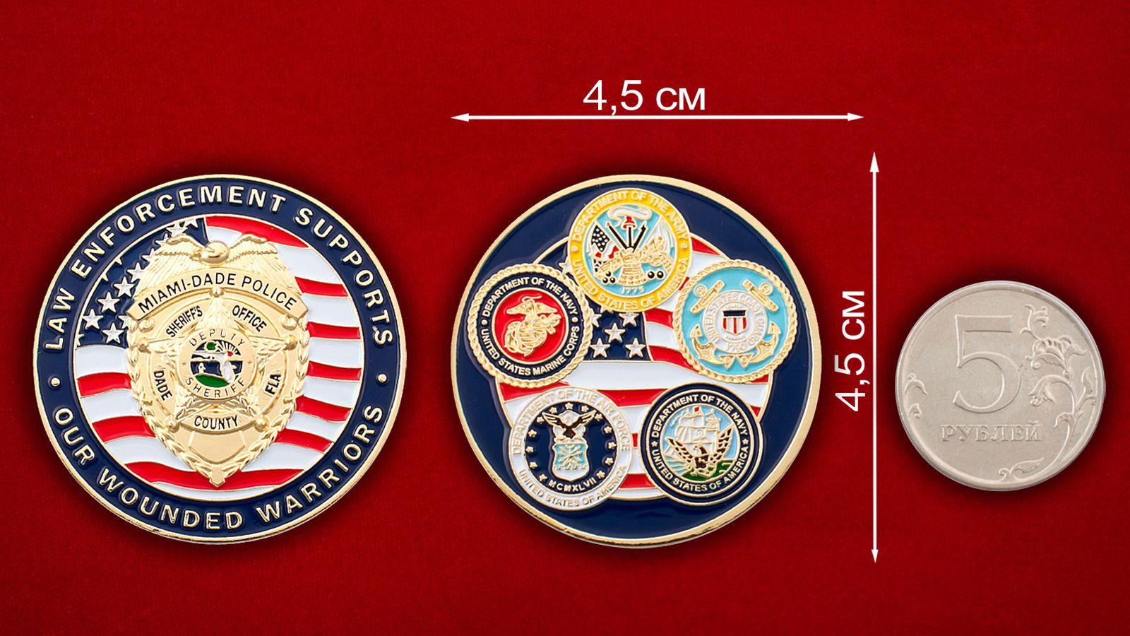 Челлендж коин бывших военнослужащих в полиции округа Майами-Дейд, Флорида - сравнительный размер