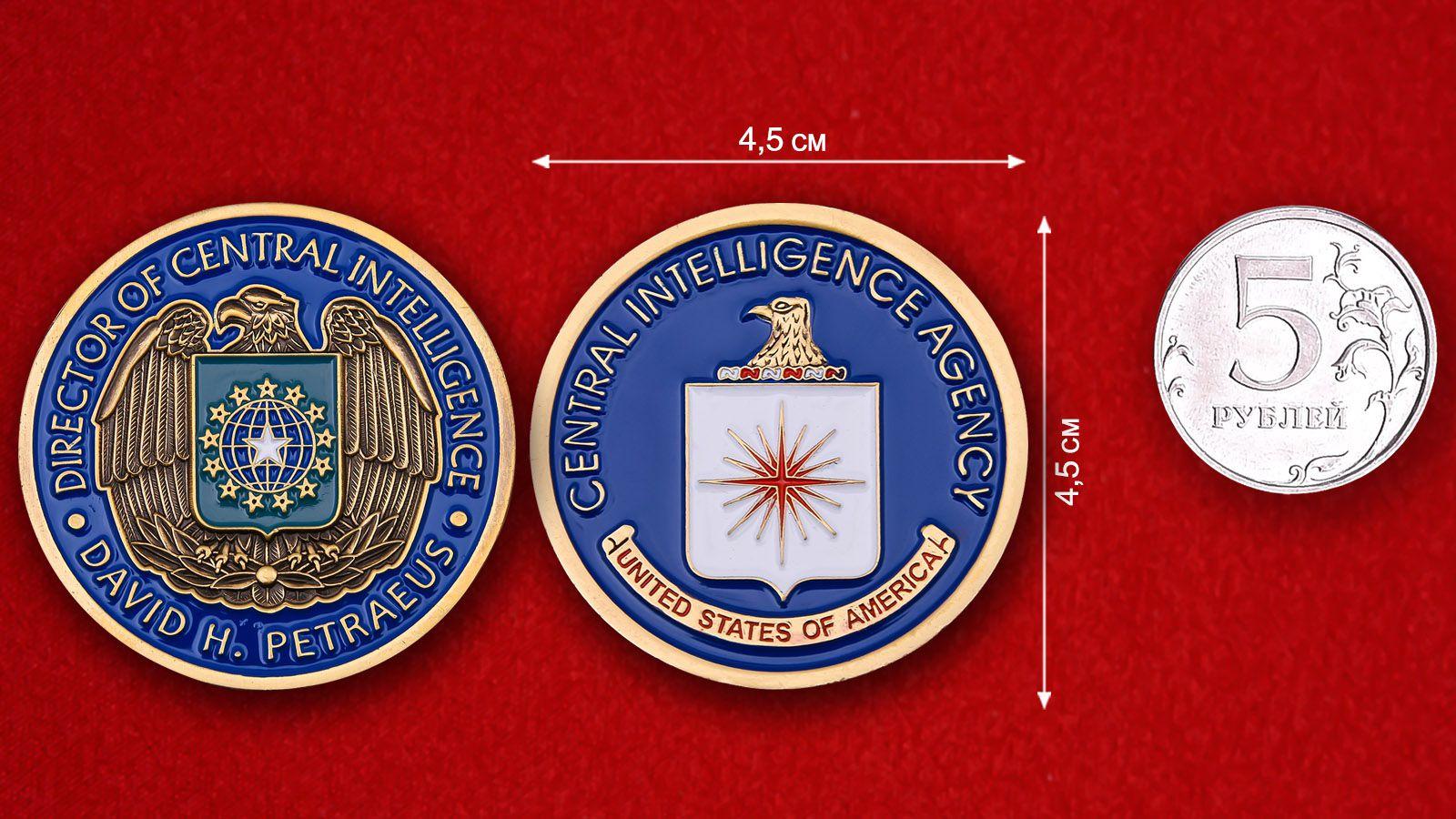 """Челлендж коин """"Директор ЦРУ Дэвид Х. Петреус"""" - сравнительный размер"""