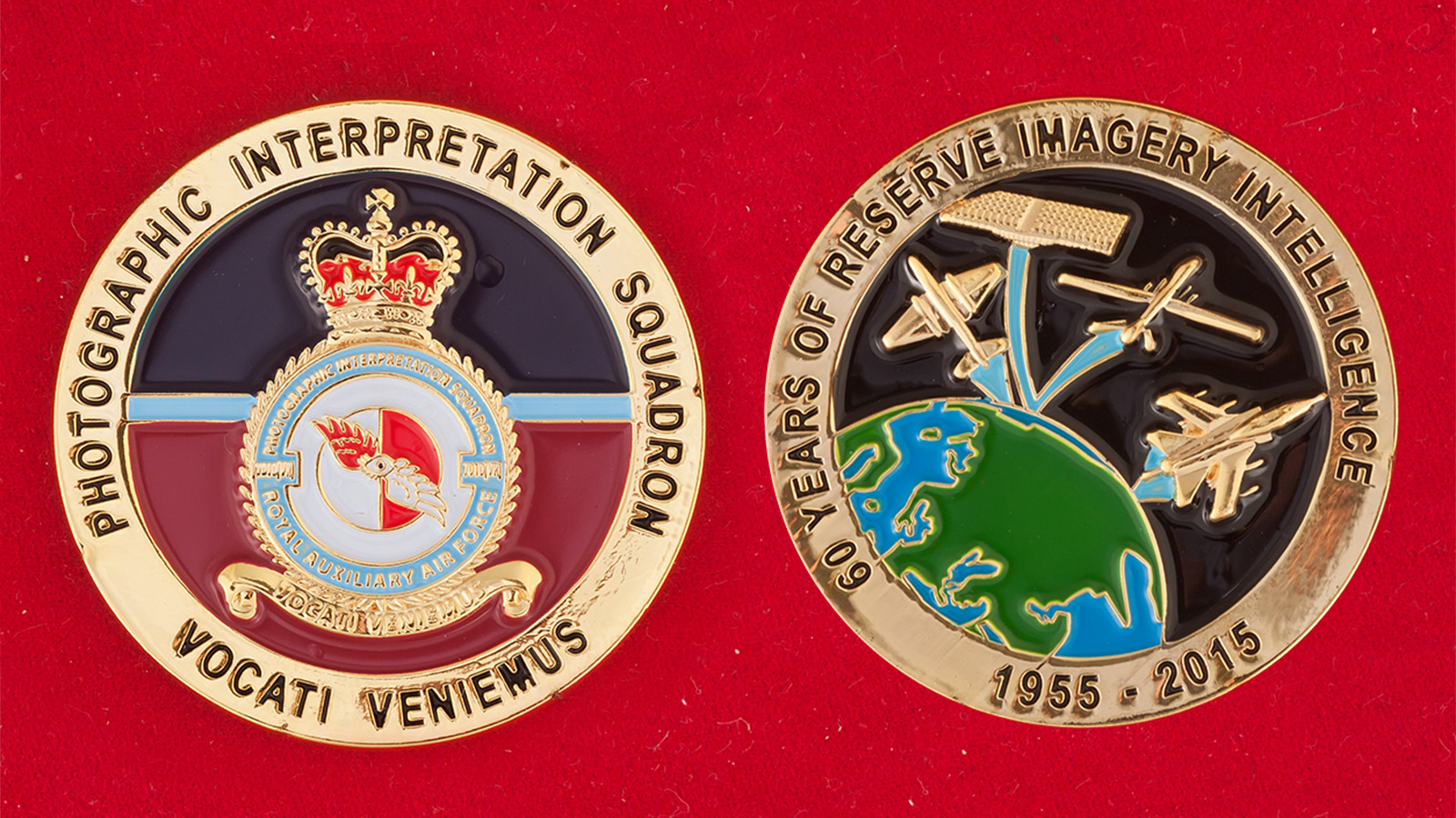 Челлендж коин эскадрильи дешифрования фотоснимков Королевских ВВС Великобритании - аверс и реверс