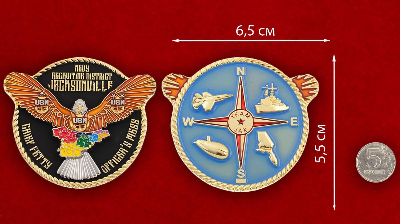 Челлендж коин Главного сташины рекрутингового центра ВМС США в Джексонвилле - сравнительный размер