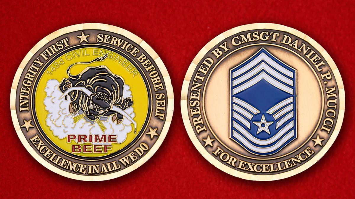 """Челлендж коин """"Главному мастер-сержанту 143-ей Инженерно-строительной эскадрильи Даниэлю П. Муцци"""" - аверс и реверс"""