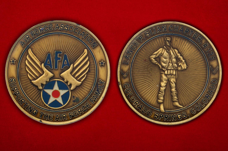 Челлендж коин главы Ассоциации поддержки семей ветеранов и военнослужащих ВВС США в Колорадо-Спрингс - аверс и реверс