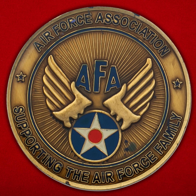 Челлендж коин главы Ассоциации поддержки семей ветеранов и военнослужащих ВВС США в Колорадо-Спрингс