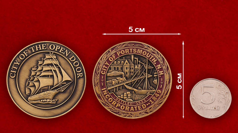 Челлендж коин города Портсмута - сравнительный размер