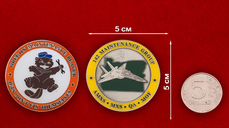 Челлендж коин группы технического обслуживания 142-го авиакрыла Нацгвардии США - сравнительный размер