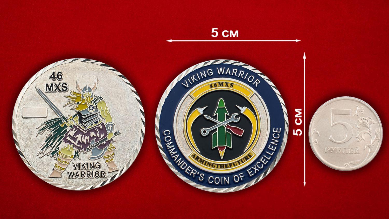 Челлендж коин командира 46-й эскадрильи технического обслуживания ВВС США - сравнительный размер