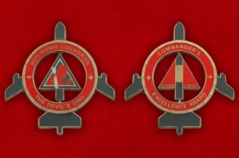 Челлендж коин командира 96-й эскадрильи стратегических бомбардировщиков - аверс и реверс