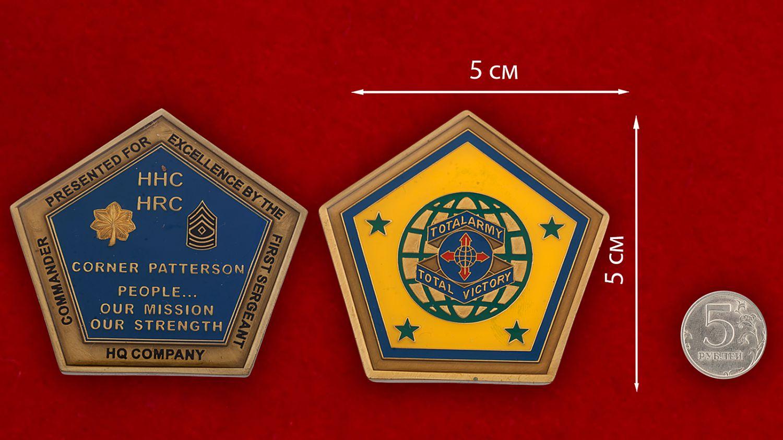 Челлендж коин Командования по связям с общественностью Армии США - сравнительный размер