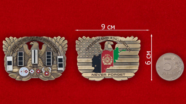 """Челлендж коин """"Корпусу связи Армии США за операцию Несокрушимая Свобода"""" - сравнительный размер"""